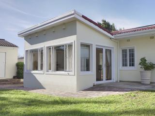 "Junior-Suite Pinotage at ""Constantia Cottages"" - Constantia vacation rentals"