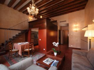 NEW !! Central Romantic Loft with Canal View - Venice vacation rentals
