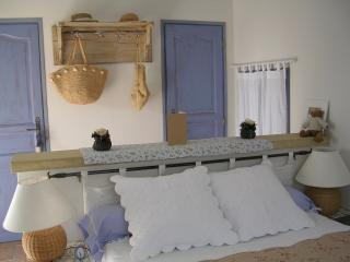 Romantic 1 bedroom Bed and Breakfast in Pernes-les-Fontaines - Pernes-les-Fontaines vacation rentals