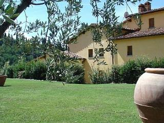 Perfect 2 bedroom Castelfranco di Sopra House with Deck - Castelfranco di Sopra vacation rentals