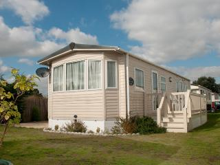 2 bedroom Caravan/mobile home with Internet Access in Felixstowe - Felixstowe vacation rentals