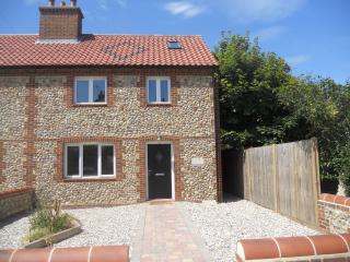 Dimmock Cottage - Walcott/ Bacton North Norfolk - Walcott vacation rentals