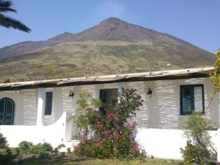 2 bedroom Villa with Balcony in Stromboli - Stromboli vacation rentals