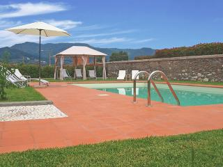 Lucca - Corte Berti farmhouse with pool 5+1 beds - Lucca vacation rentals