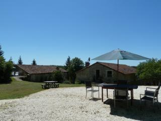 Lovely Gite with Internet Access and Satellite Or Cable TV - Nontron vacation rentals