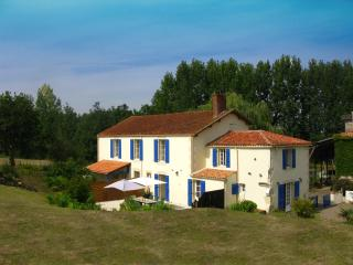 Bright 3 bedroom Saint-Jean-de-Beugne Gite with Internet Access - Saint-Jean-de-Beugne vacation rentals
