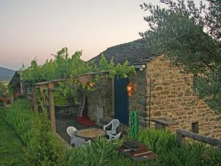 Charming 1 bedroom Cottage in Huesca with A/C - Huesca vacation rentals