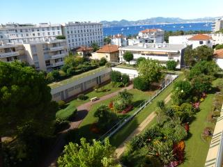 1 bedroom, sea view, sleeps 5 - Cannes vacation rentals