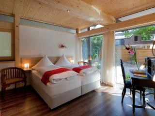 1 bedroom Bed and Breakfast with Internet Access in Krefeld - Krefeld vacation rentals