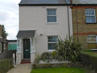 Comfortable Cottage with Internet Access and Hot Tub - Walton-on-the-Naze vacation rentals