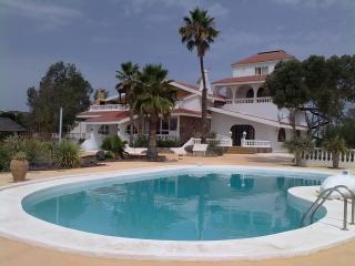 Nice 2 bedroom Maspalomas Apartment with Internet Access - Maspalomas vacation rentals