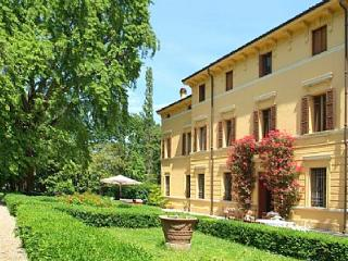 Villa Maestosa - Sermide vacation rentals