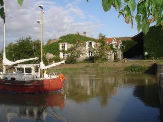 Domaine des Prés de Joussac  - Gite de charme **** 8 à 10 personnes proche Océan - Jau-Dignac-et-Loirac vacation rentals