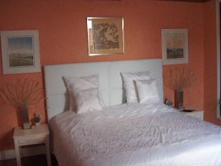 Romantic 1 bedroom Bed and Breakfast in Corneilhan - Corneilhan vacation rentals