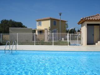 3 bedroom Villa with Internet Access in Saint Etienne du Gres - Saint Etienne du Gres vacation rentals