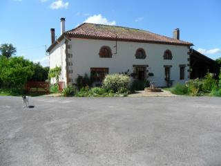 Wonderful 4 bedroom Bed and Breakfast in Confolens with Internet Access - Confolens vacation rentals