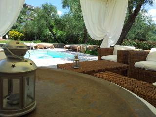 villa con piscina  13  persone - Bolano vacation rentals