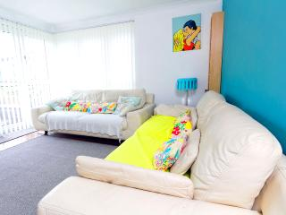 Adorable Condo with Central Heating and Towels Provided in Edinburgh - Edinburgh vacation rentals