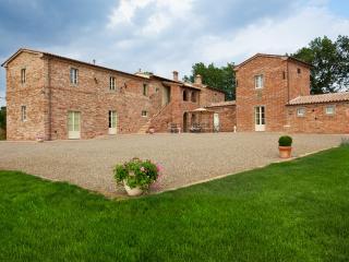 Bright 12 bedroom Villa in Foiano Della Chiana with Internet Access - Foiano Della Chiana vacation rentals