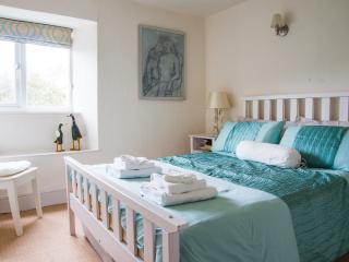 Lovely Cottage with Internet Access and Satellite Or Cable TV - Kingsbridge vacation rentals