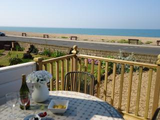 Charming 2 bedroom House in Seaford with Deck - Seaford vacation rentals