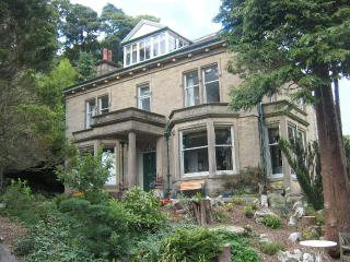 Bright House in Giggleswick with Dishwasher, sleeps 19 - Giggleswick vacation rentals