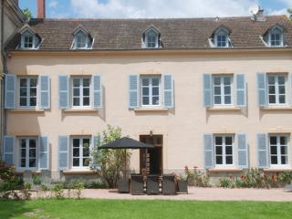 Beautiful 4 bedroom Roanne Villa with Dishwasher - Roanne vacation rentals