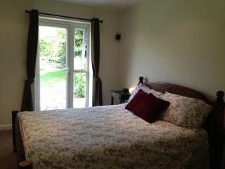 Waterside Garden Room Ryhall Stamford - Ryhall vacation rentals