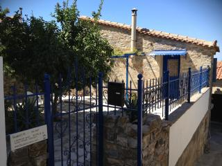 Comfortable 1 bedroom Cottage in Sámos - Sámos vacation rentals