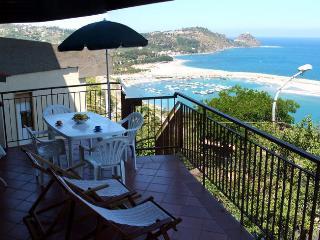 Casa Vacanza con incantevole vista mare ed Isole Eolie - Capo D'orlando vacation rentals