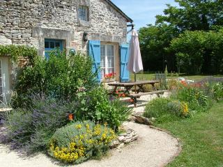 Beautiful Cottage with Internet Access and Satellite Or Cable TV - Verteuil vacation rentals
