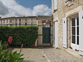 Cozy 2 bedroom Bed and Breakfast in Saintes - Saintes vacation rentals