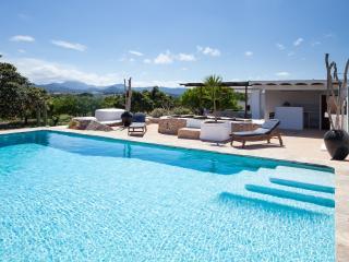 Stylish 3 bedroom villa near San Antonio, sleeps 6 - Sant Antoni de Portmany vacation rentals