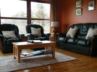 MacKenzie Cottage, cosy warm, seaview, rural area - Carbost vacation rentals