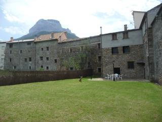 4 bedroom House with Dishwasher in Huesca - Huesca vacation rentals