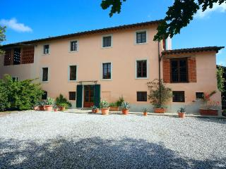 Nice 6 bedroom Farmhouse Barn in Monte San Quirico - Monte San Quirico vacation rentals