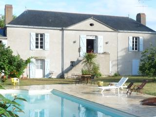 Romantic 1 bedroom Pornic Manor house with Internet Access - Pornic vacation rentals