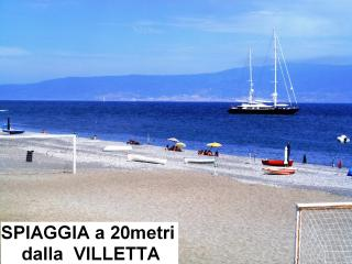 Villa Lilla a 20m dal mare, ideale per Soggiorni Balneari e/o Cure Termali - Ali Terme vacation rentals