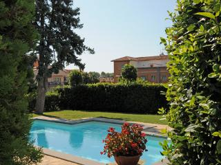 8 bedroom Villa in Bolsena, Lago Di Bolsena, Rome And Lazio, Italy : ref 2230334 - Bolsena vacation rentals