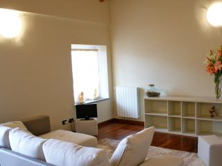 Romantic 1 bedroom Lovere Apartment with Internet Access - Lovere vacation rentals