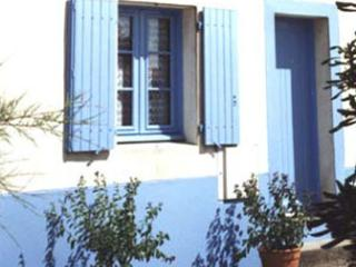 Nice 2 bedroom Ile d'Yeu House with Washing Machine - Ile d'Yeu vacation rentals