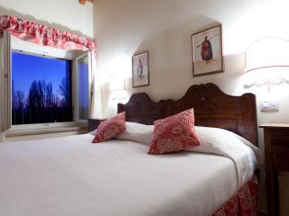 Charming two bedrooms 1st floor - Peschiera del Garda vacation rentals