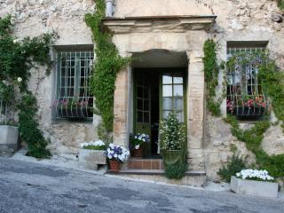Provence : Room in a Renaissance Mansion - Malemort-du-Comtat vacation rentals