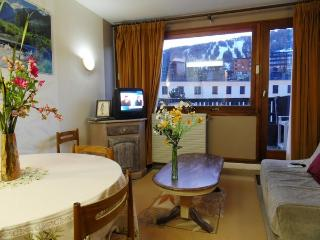 Nice Condo with Balcony and Parking - Allos vacation rentals