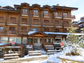 MARQUIS Modern apartment sleeps 4-5 ski-in/ski-out Wi-Fi - Courchevel vacation rentals