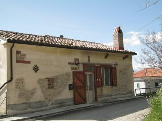 Perfect Cottage with Internet Access and Satellite Or Cable TV in Teramo - Teramo vacation rentals