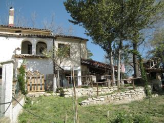 Perfect Cottage with Internet Access and Satellite Or Cable TV - Teramo vacation rentals