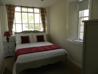 2 bedroom Cottage with Internet Access in Helensburgh - Helensburgh vacation rentals
