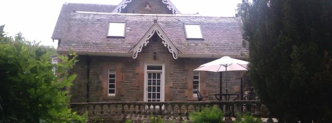 Comfortable 2 bedroom Helensburgh Cottage with Internet Access - Helensburgh vacation rentals
