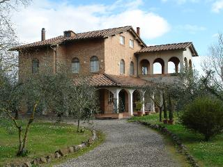 Splendid apartment in Tuscan villa, 3 bedrooms, wi - Siena vacation rentals